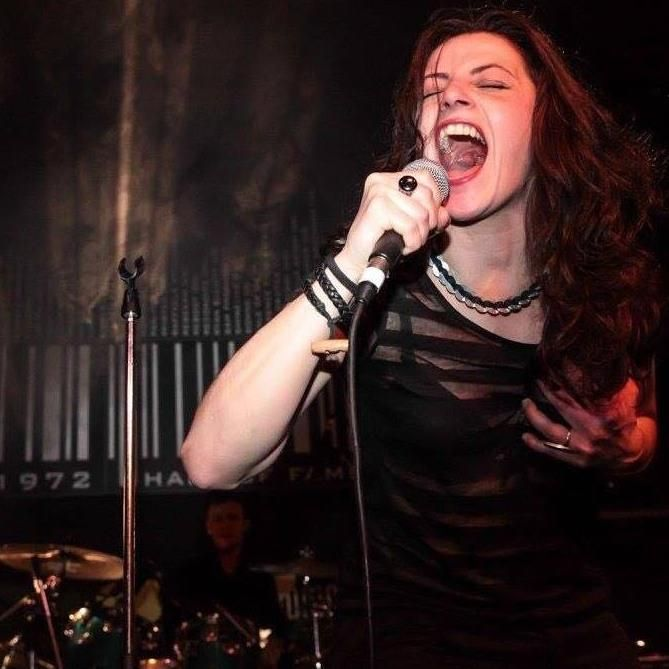 Nerè,-ilarità,-energia-e-carisma-per-una-serata-di-musica-e-mitologia....Revolution!!!!!!