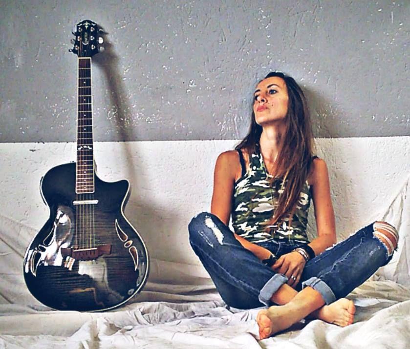 Sara-Enne,-cantautrice-che-ha-lo-scopo-di-comunicare-una-speranza-di-vita!!
